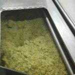 Olivenöl Maische im Malaxierer